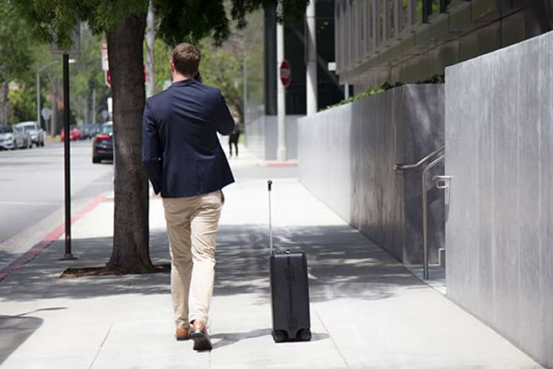 OVIS行李箱宣稱結合演算法能夠預測使用者移動位置。(圖片來源:OVIS官網)