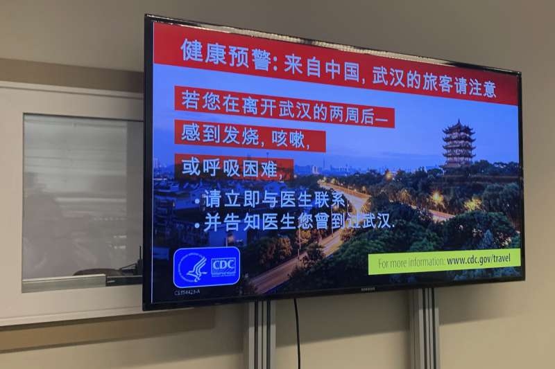 中國武漢肺炎疫情擴散,美國西雅圖機場發布的中文告示(AP)