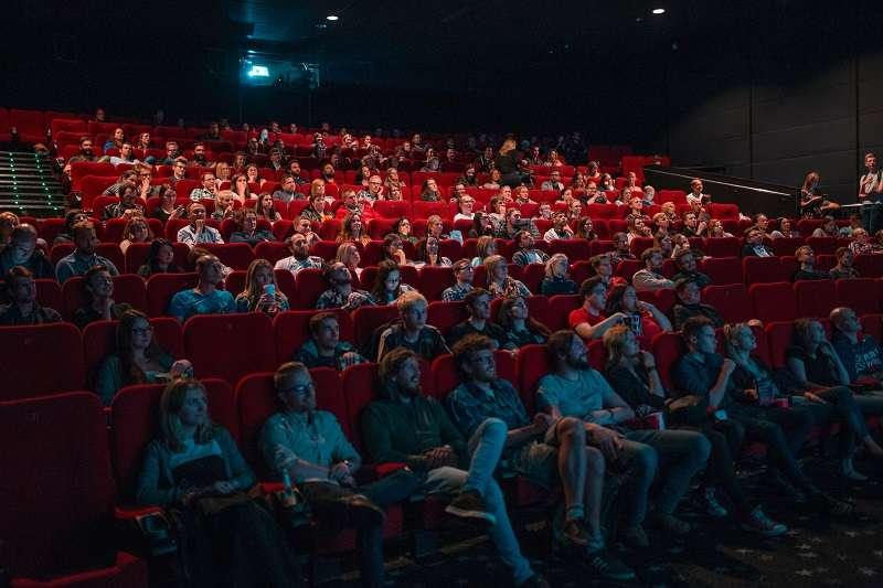 看恐怖片除了富有娛樂性之外,對健康好處也不少。(圖/unsplash)