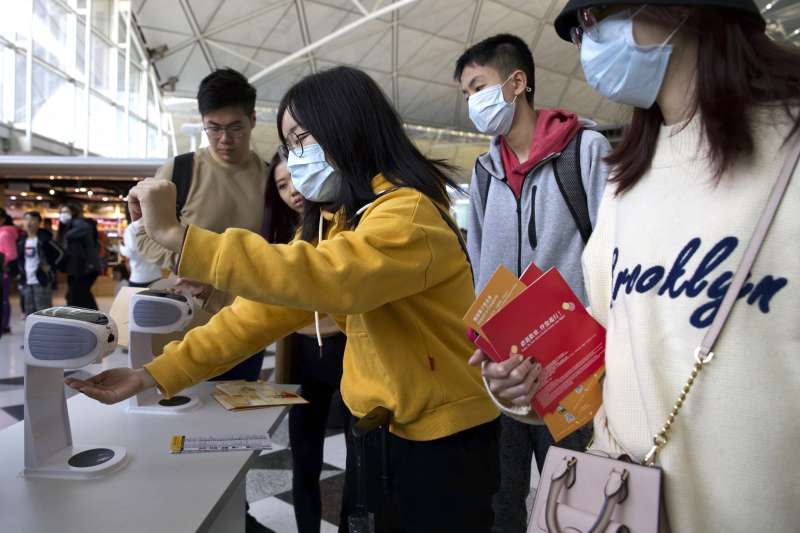 2020年1月,中國武漢肺炎(嚴重特殊傳染性肺炎,新型冠狀病毒肺炎)大規模爆發,香港也人心惶惶(AP)