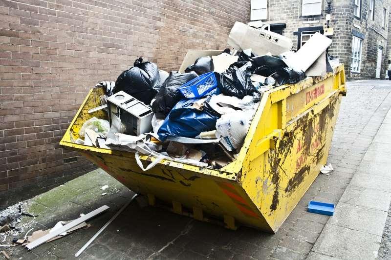農曆過年將至,許多人會在除夕前大掃除,民俗專家指出有5樣東西必丟,分別是:破飯碗、破衣、破鞋、破椅與來路不明的佛像。(資料照,取自CopleyNathan@pixabay)