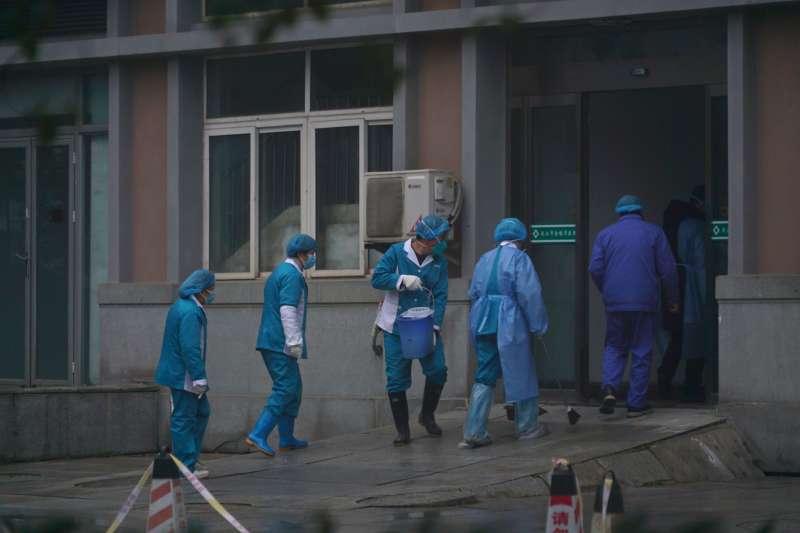 中國武漢肺炎疫情一發不可收拾,多名醫護人員染病(AP)