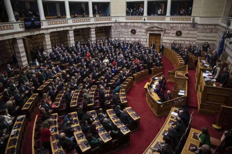 希臘國會選出女法官薩克拉洛普魯擔任新總統(美聯社)