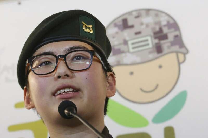 南韓軍方22日開除該國首位接受變性手術的士兵,22歲下士卞熙洙。(AP)