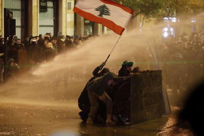 黎巴嫩經過數月的無政府狀態,2020年1月21日宣布成立新政府,但群眾仍不接受。(AP)