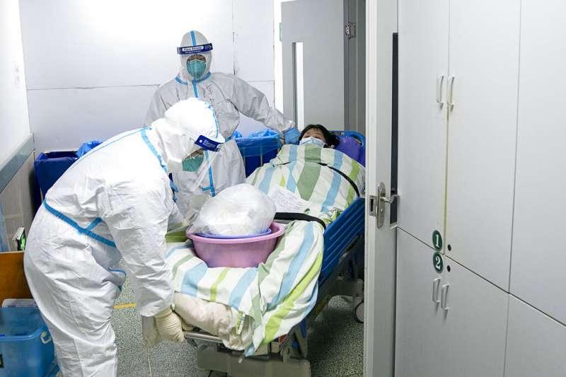 武漢肺炎、中國武漢中南醫院的醫護人員。(AP)