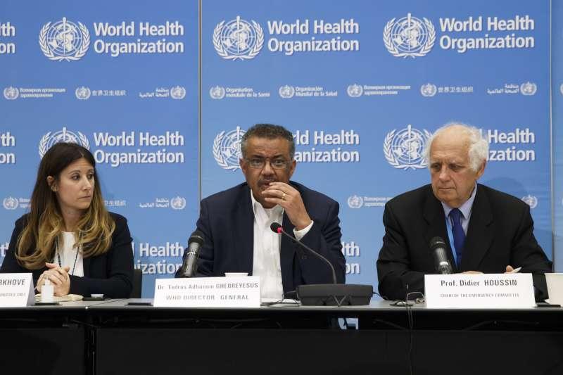 世界衛生組織(WHO)總幹事譚德塞(中)針對武漢肺炎召開緊急會議(AP)