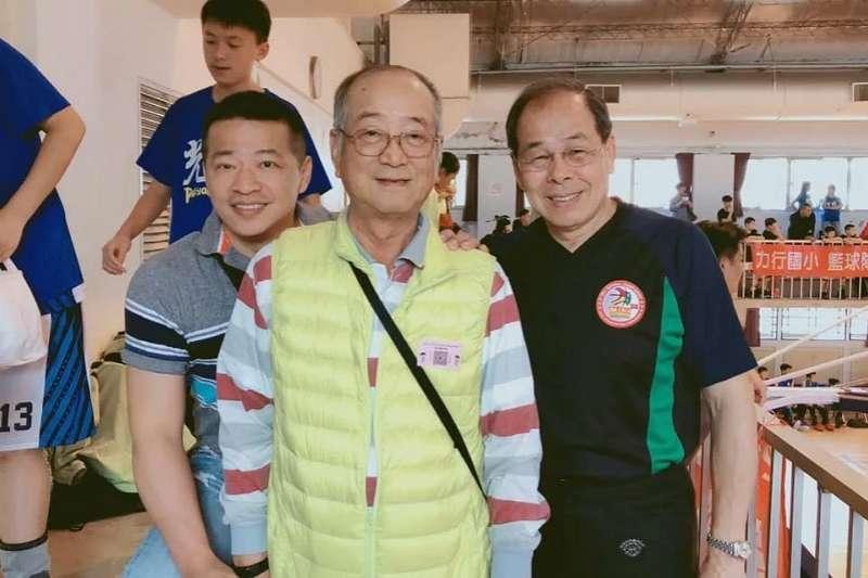 縱橫賽場30餘年的陳傳仁(右),在今年回鍋擔任SBL裁判長。(中華民國少年籃球發展協會提供)