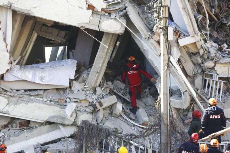 土耳其24日發生芮氏規模6.8強震。(AP)