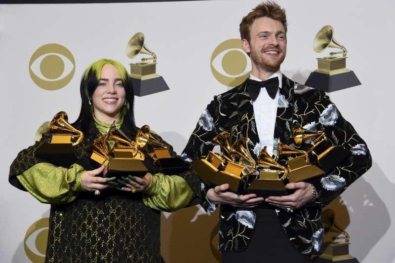 葛萊美獎:美國新生代歌手怪奇比莉與哥哥歐康奈爾共同創作得獎歌曲Bad Guy(AP)