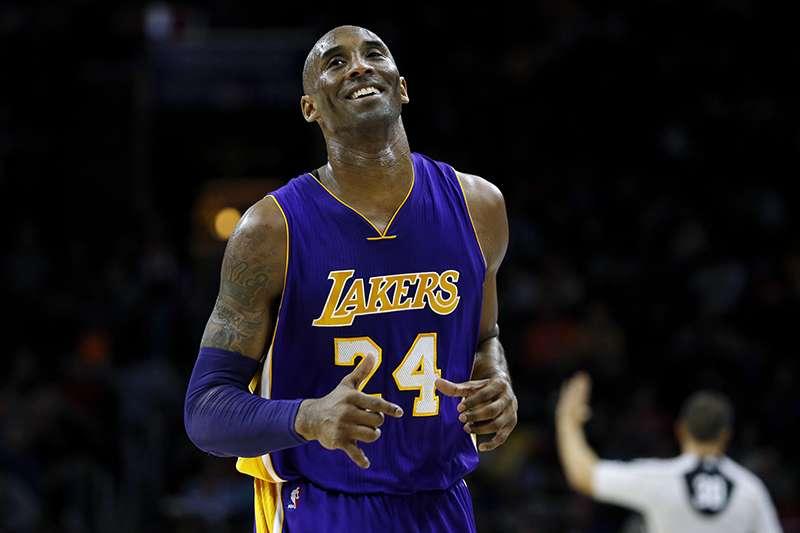 Kobe每年夏天都會展開的自虐式訓練──每天一千次瘋狂投籃訓練,與自己的影子一對一練進攻、練防守。他始終堅持著一條規則:如果無法正常交流,那就用自己的行動來征服。(美聯社)