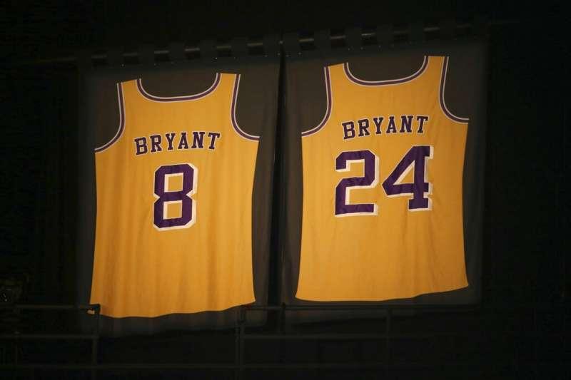布萊恩生前穿的8號、24號球衣已成為他的代名詞,不少球員為了懷念布萊恩而更改背號。(美聯社)