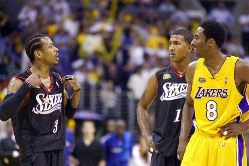 美國職籃(NBA)退役超級巨星「小飛俠」柯比.布萊恩與戰神艾佛森。(美聯社)