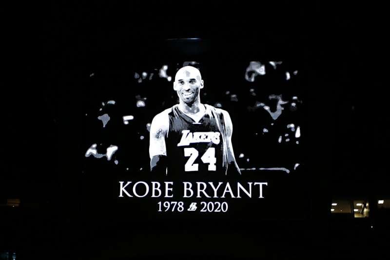 美國職籃(NBA)退役超級巨星「小飛俠」柯比.布萊恩驟逝,讓無數球迷心碎神傷。(美聯社)