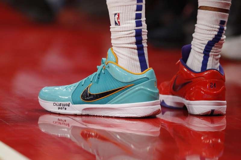 布萊恩的球鞋對於籃球迷來說絕對是經典。(美聯社)