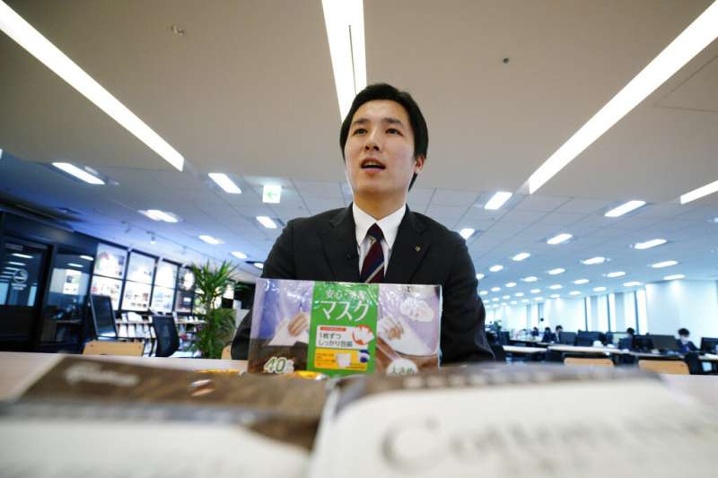 武漢肺炎疫情升高,日本口罩也創下空前熱銷。(美聯社)