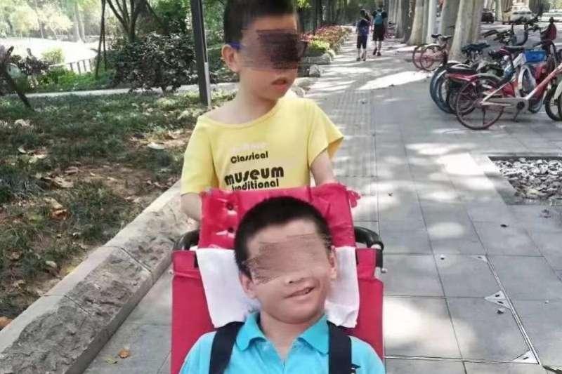 中國自閉症兒童服務平台「大米和小米」微信公眾號29日晚間披露這起悲劇,也曝露當前湖北防疫體系失靈、醫療資源匱乏、身障養護不力等諸多問題。(圖/搜狐)