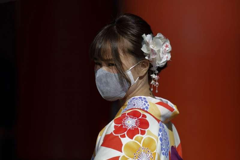 武漢肺炎疫情蔓延,日本民眾也紛紛戴上口罩。(美聯社)