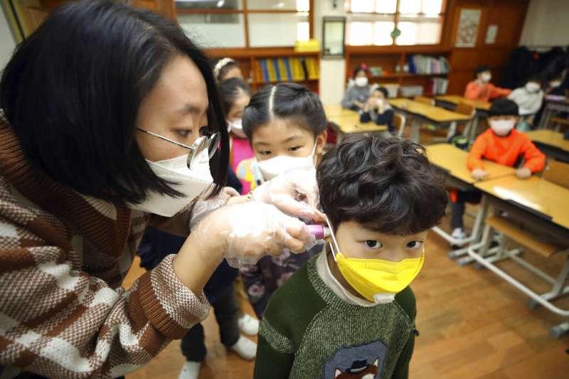 數十名即將開學的學童目前仍困在武漢,有10位小朋友寫信向總統蔡英文求救,希望早日返台。示意圖,與新聞個案無關。(資料照,美聯社)