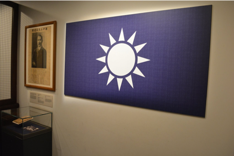 中国国民党的青天白日党旗,曾经是英国殖民当局严厉查禁的物品,在今天的新加坡国家博物馆还有一面在展览。(作者提供)