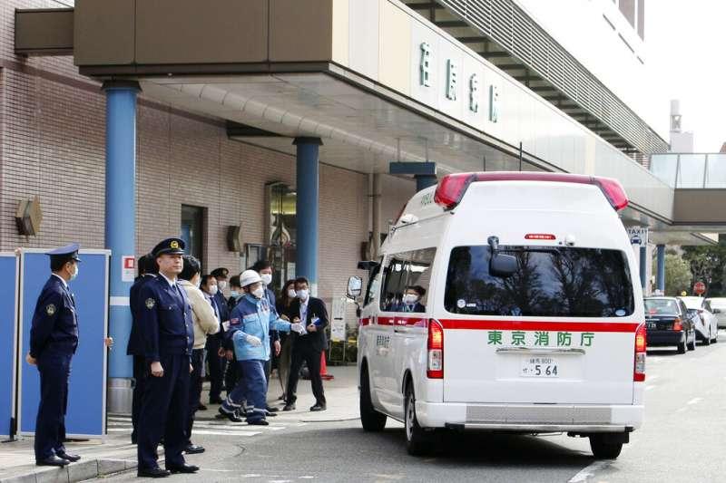 面對武漢肺炎疫情,日本已經開始撤僑工作,出現肺炎症狀的歸國日僑也被送往專責醫院就醫。(美聯社)