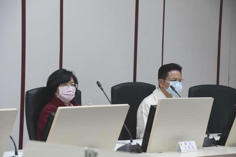 彰化縣長王惠美(左)表示自己的口罩也是「1片用3天」,認為物資分配不足,需中央協助。(資料照,彰化縣政府提供)