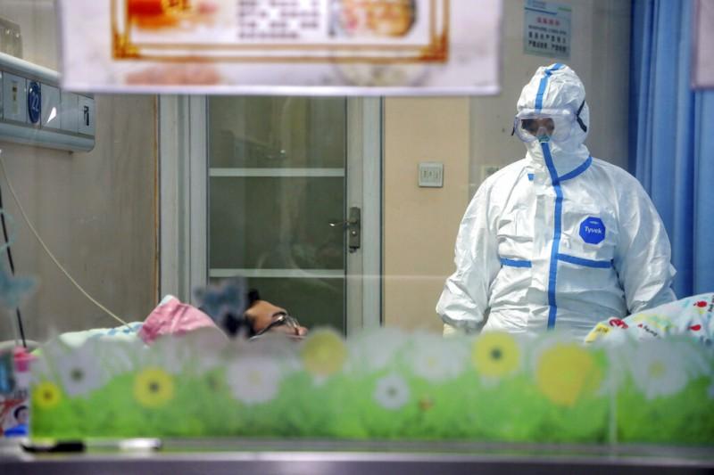 武漢肺炎疫情升高,當地能夠收治病患的醫院也高度戒備。(美聯社)