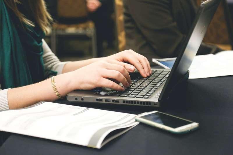 接案履歷和一般工作求職履歷在許多地方上很相似,但也有不少另須注意的地方。(圖/Pexels)