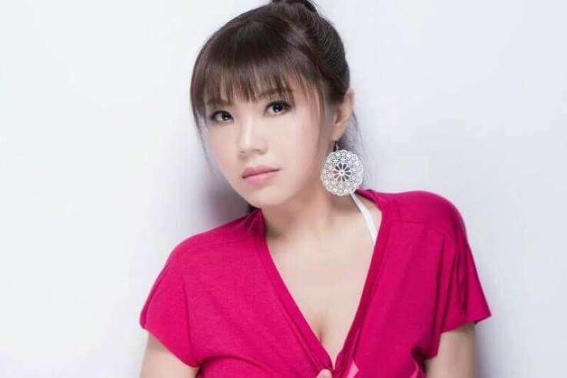 長期旅居中國、政治立場鮮明的女藝人劉樂妍狠酸國民黨「百年爛黨」,更直呼「真的沒人稀罕你們來不來」。(資料照,取自劉樂妍FB)