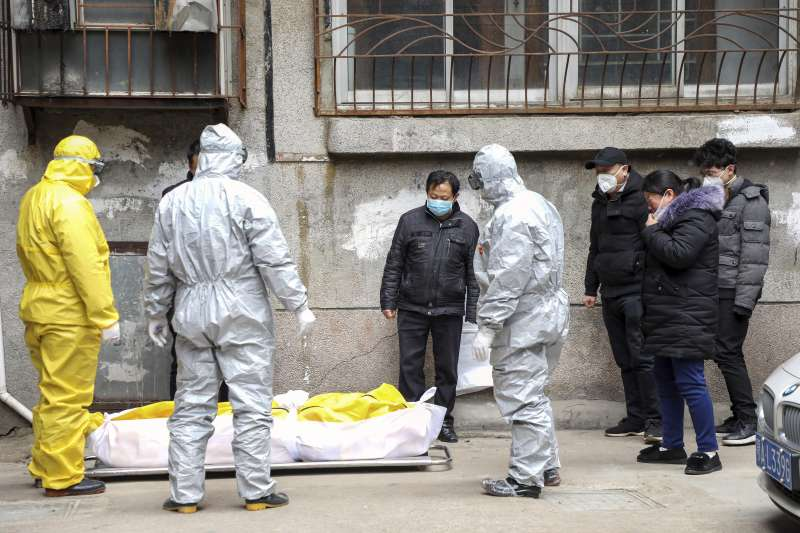 武漢肺炎(新冠肺炎)疫情蔓延全球,中國的死亡病例已突破4000人。(資料照,AP)