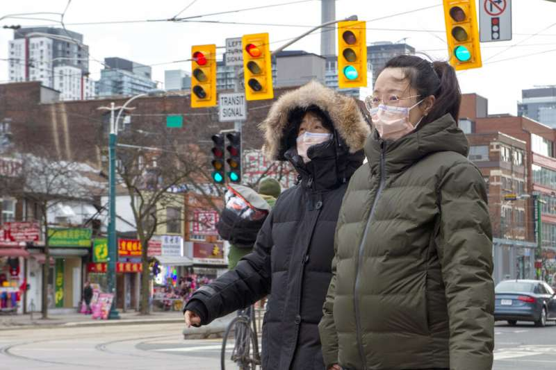 加拿大政府日前向中國訂購大量N95口罩,卻發現高達800萬個口罩未達標準,溫哥華台灣貿易中心接獲訂單,希望能向台灣訂購1000萬片的醫療口罩。(資料照,美聯社)