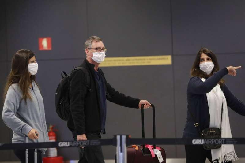 自己出國玩卻在機場找不到行李,該怎麼向老外求助才不會引起誤會呢?示意圖。(美聯社)