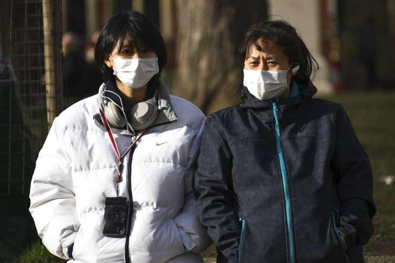 2019年12月新型冠狀病毒在武漢發跡,至今疫情延燒未止,引起全球恐慌。(圖/美聯社)