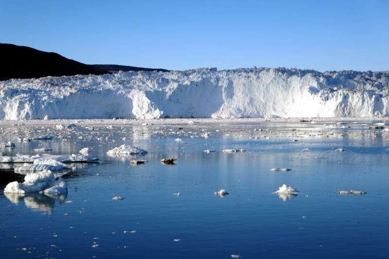 全球暖化的威力在極地地區特別顯著。過去二十年間格陵蘭冰河融化的冰層,佔全球海平面上升量的25%。(David Stanley@Flickr / CC BY 2.0)