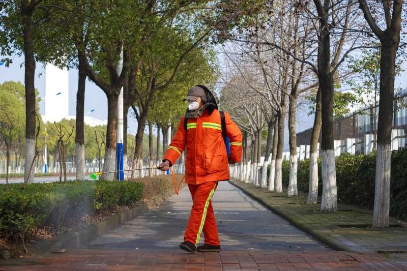 武漢市24日宣布,因特殊疾病治療等原因必須出城的外地滯留人員可以出城,但該通告隨即又被宣布無效。(資料照,美聯社)