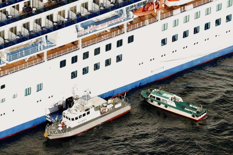 鑽石公主號全船3000多人在船上隔離檢疫,有家歸不得。(美聯社)