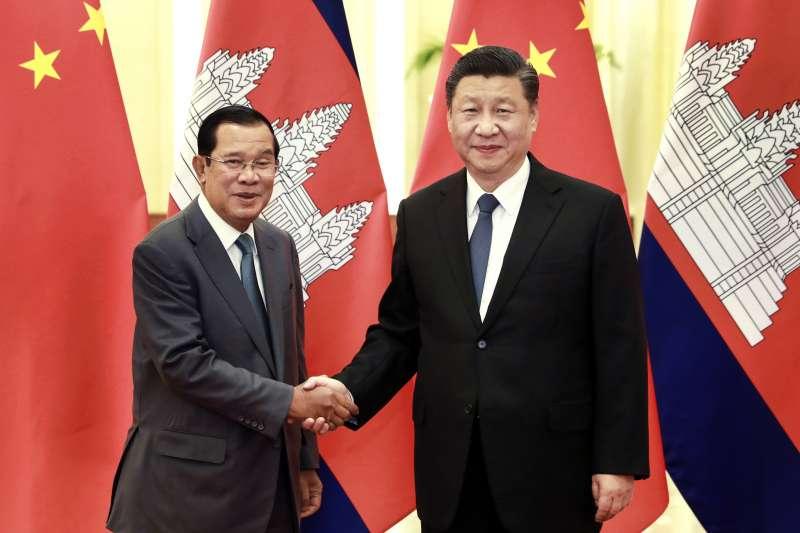 中國國家主席習近平與柬埔寨總理洪森(AP)