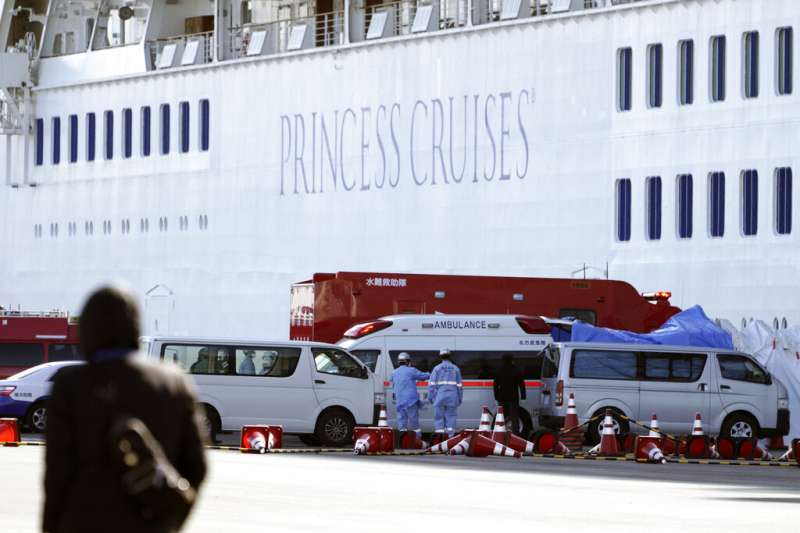 停靠橫濱港的「鑽石公主號」。(美聯社)