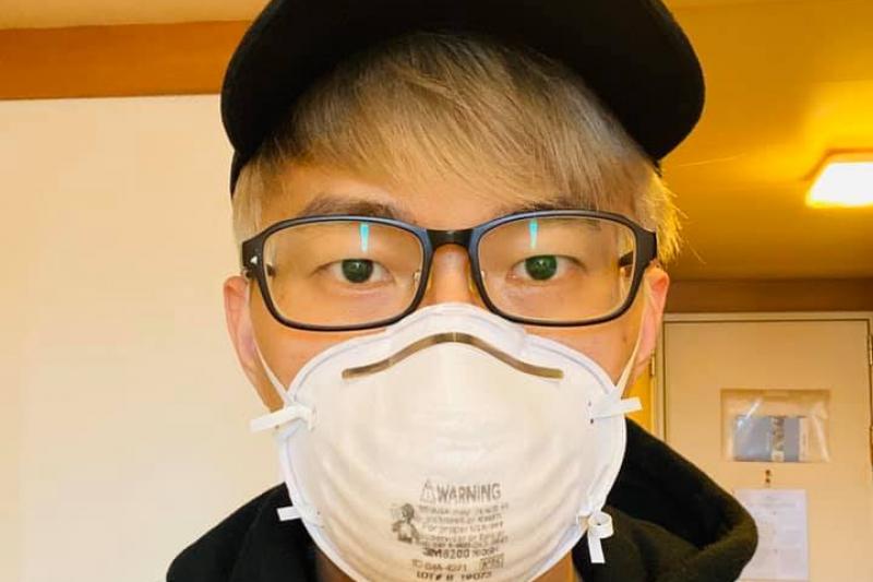 遊輪「鑽石公主號」目前確定有70人感染武漢肺炎,目前在遊輪上隔離的台灣魔術師陳日昇(見圖)表示,自己也因為免疫力下降,嘴唇旁冒出大片的唇皰疹。(取自陳日昇臉書)