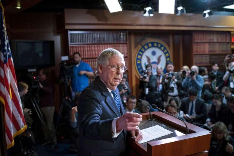 川普在彈劾判決中全身而退,參議院共和黨領袖麥康奈爾(Mitch McConnell)居功厥偉。(美聯社)