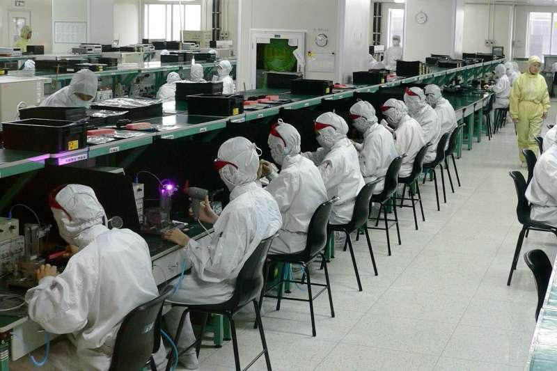 鴻海今年度可能因為疫情下修業績,圖為位於深圳的廠房。(圖/ 維基百科)