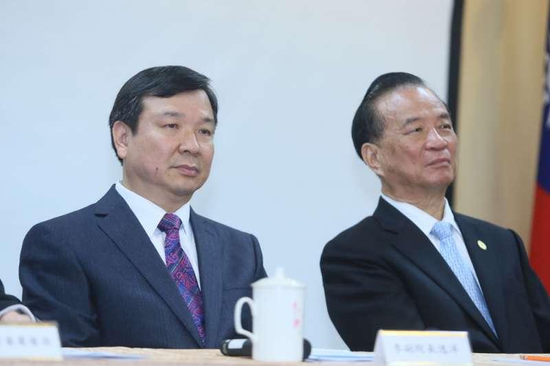 現任考試院副院長李逸洋(左)下一屆有機會真除。(柯承惠攝)