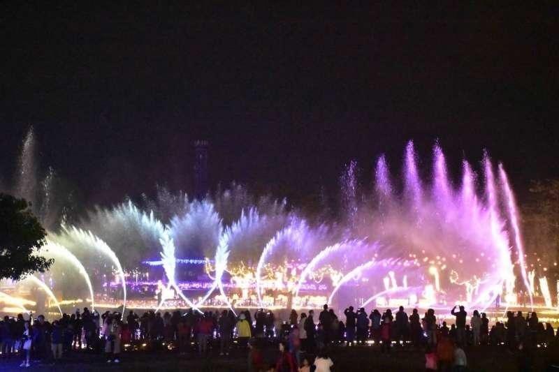 2020花在彰化活動在2月4日至6日連續三天加碼彰化月影燈季-火影之舞,吸引民眾欣賞。(圖/彰化縣政府提供)