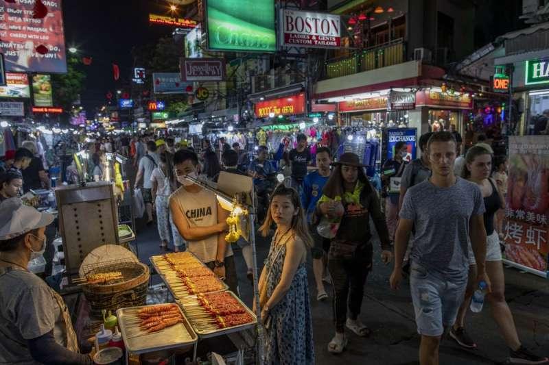 台灣疫情趨緩,交通部分三階段落實旅遊計畫。(AP)