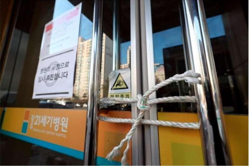 韓國光州21世紀醫院封院,宛若和平醫院翻版。(圖/取自朝鮮日報官網)
