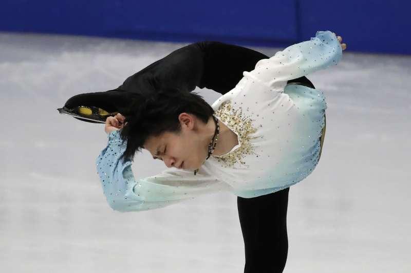 日本花式滑冰名將羽生結弦7日在四大洲花式滑冰錦標賽男子單人滑短曲項目中,以111.82分遙遙領先,並打破他個人最佳成績、創新世界紀錄。(AP)