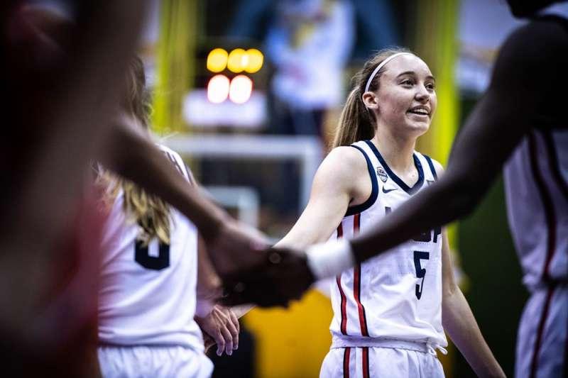 佩奇成為第一位登上知名籃球雜誌封面SLAM的女高中生。(取自FIBA)