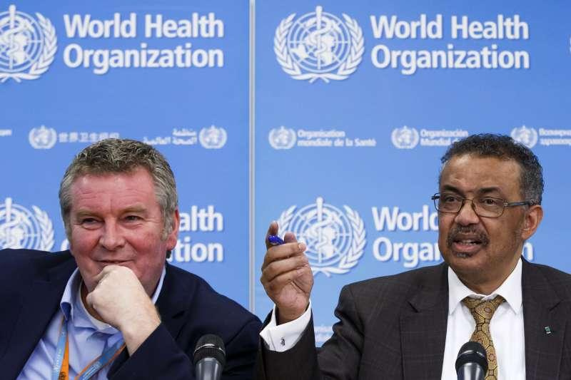 世界衛生組織(WHO)總幹事譚德塞(右)及緊急事件執行主任萊恩(AP)