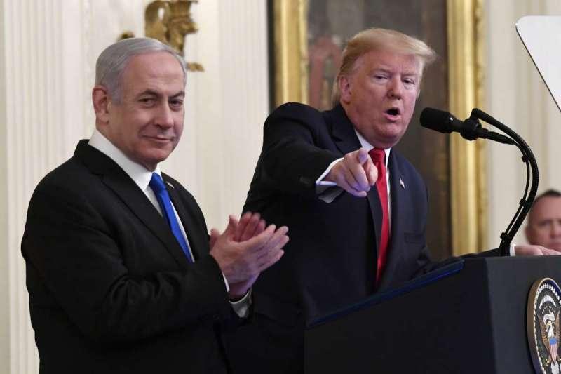 川普、納坦雅胡兩人排除巴勒斯坦,自行宣布「中東和平計劃」。(AP)