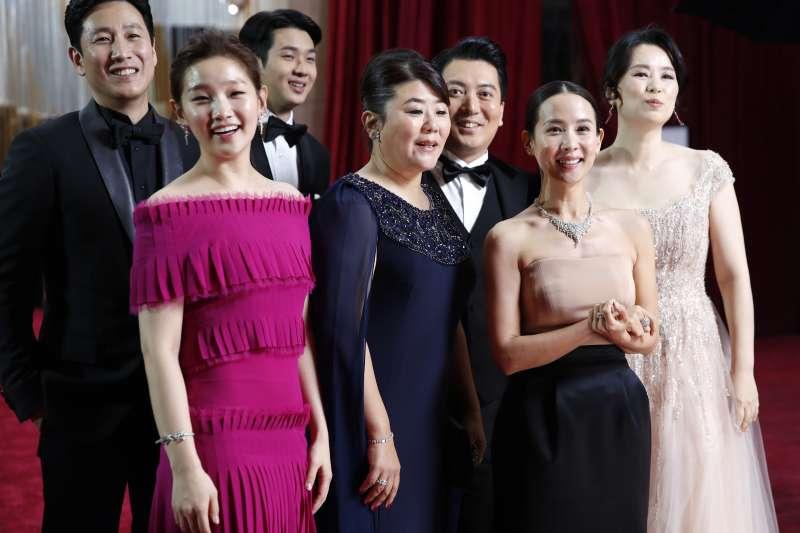 第92屆奧斯卡紅毯,南韓電影《寄生上流》劇組演員(AP)
